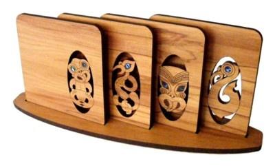 마오리 디자인 목재 컵 받침대  Shop New Zealand